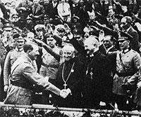 Það virðist ekki slæmt milli Hitlers og Kaþólikkans á þessari mynd