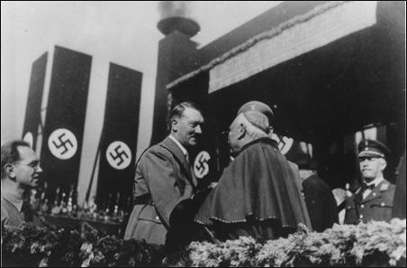 Hitler heilsar kaþólskum kardinála